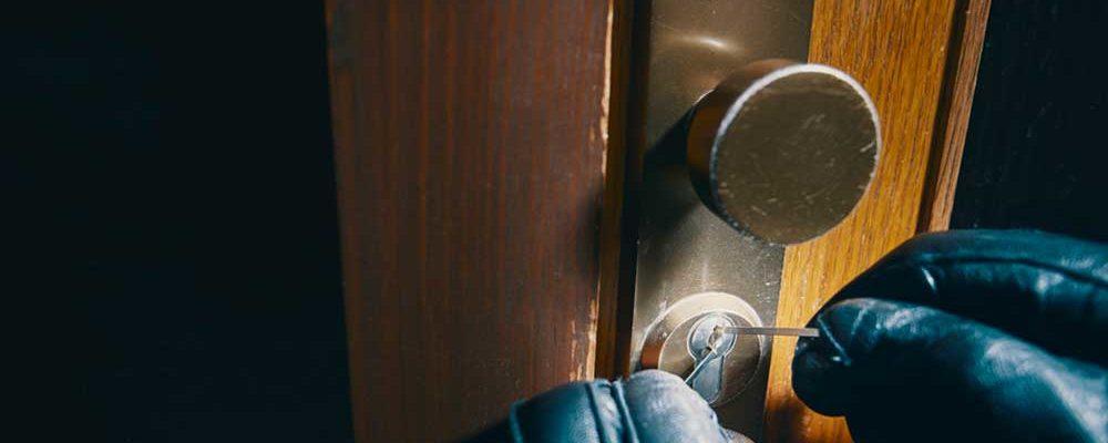 abrir-puerta-sin-hacer-ruido